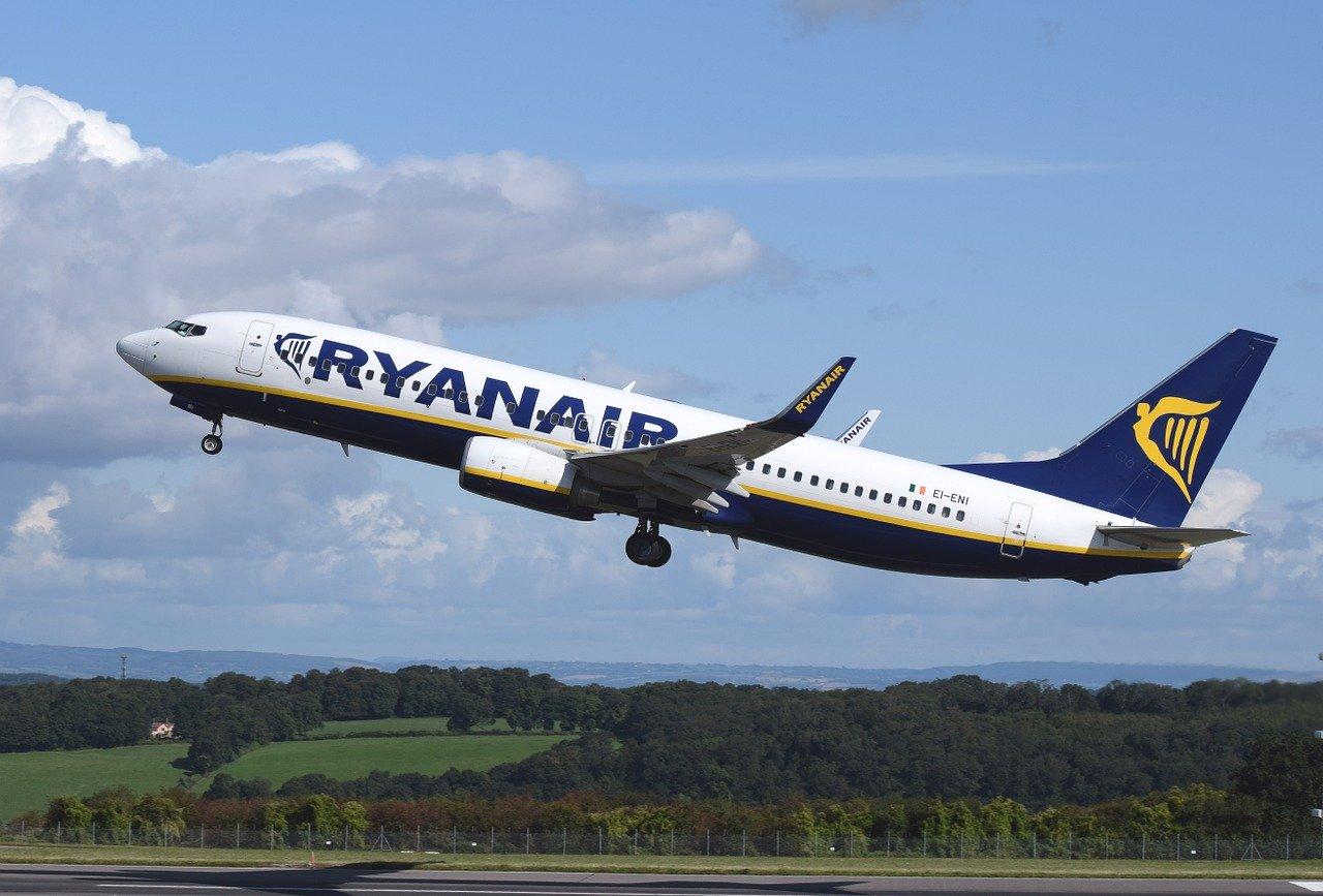 Ryanair perde 185 milioni in un trimestre: colpa della pandemia