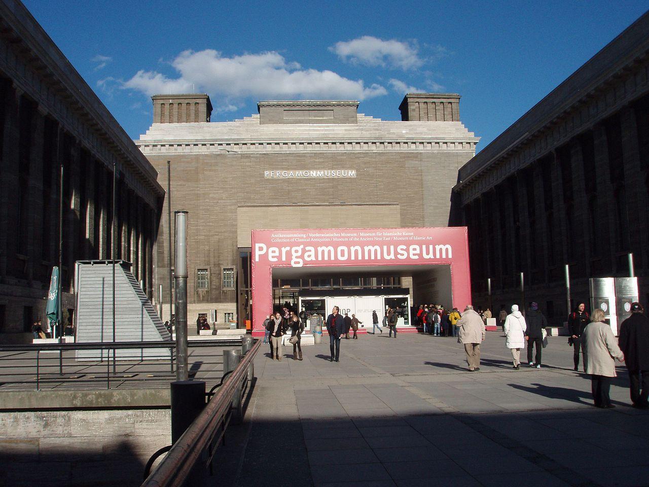 Misterioso attacco ai musei di Berlino