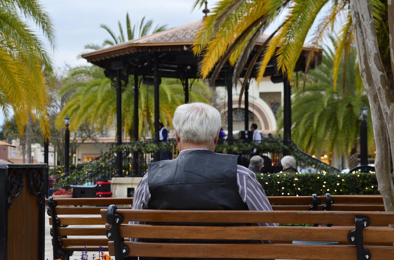 Anziano, pensione, Alzheimer