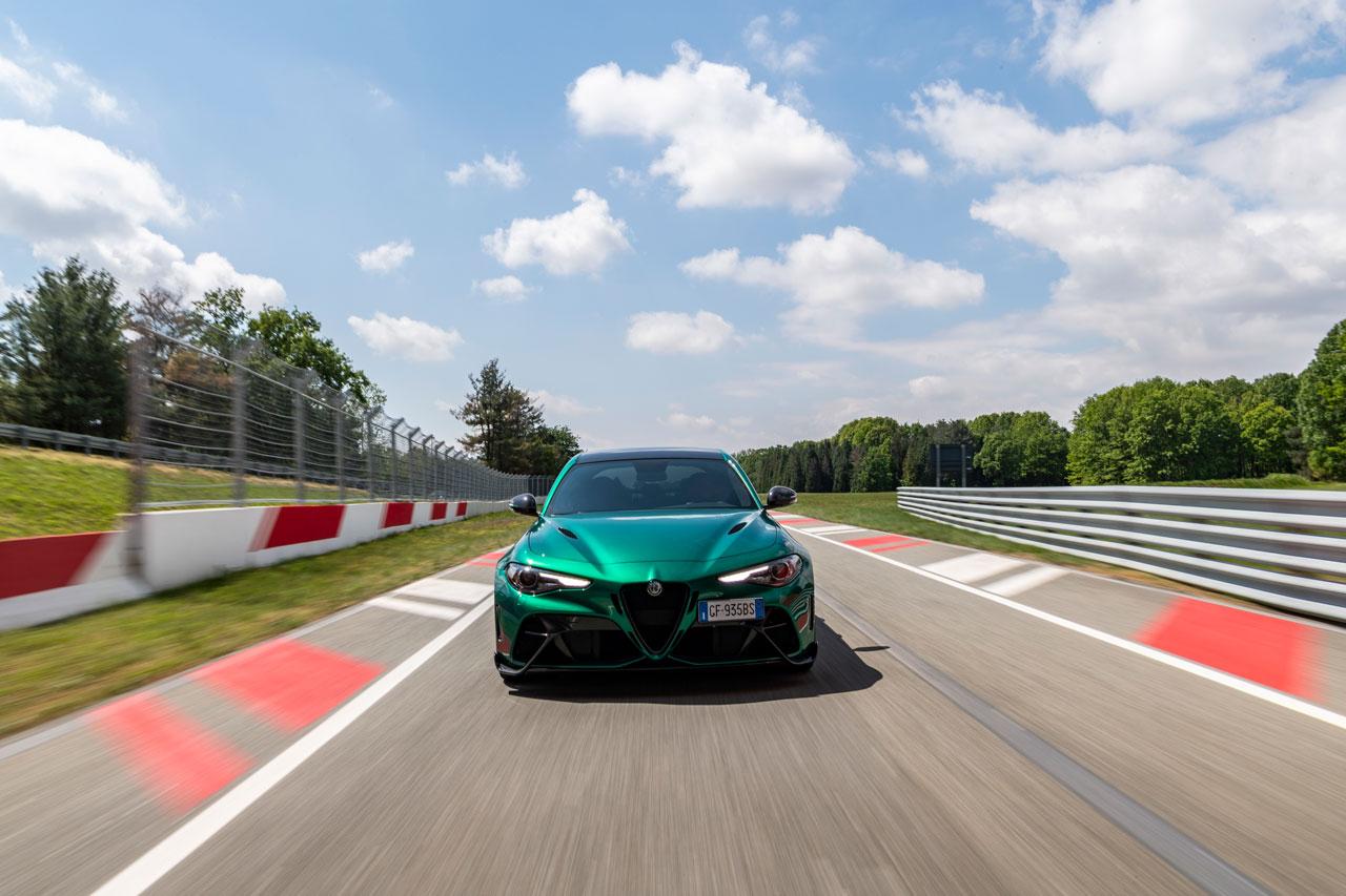 Alfa Romeo, solo elettriche dal 2027