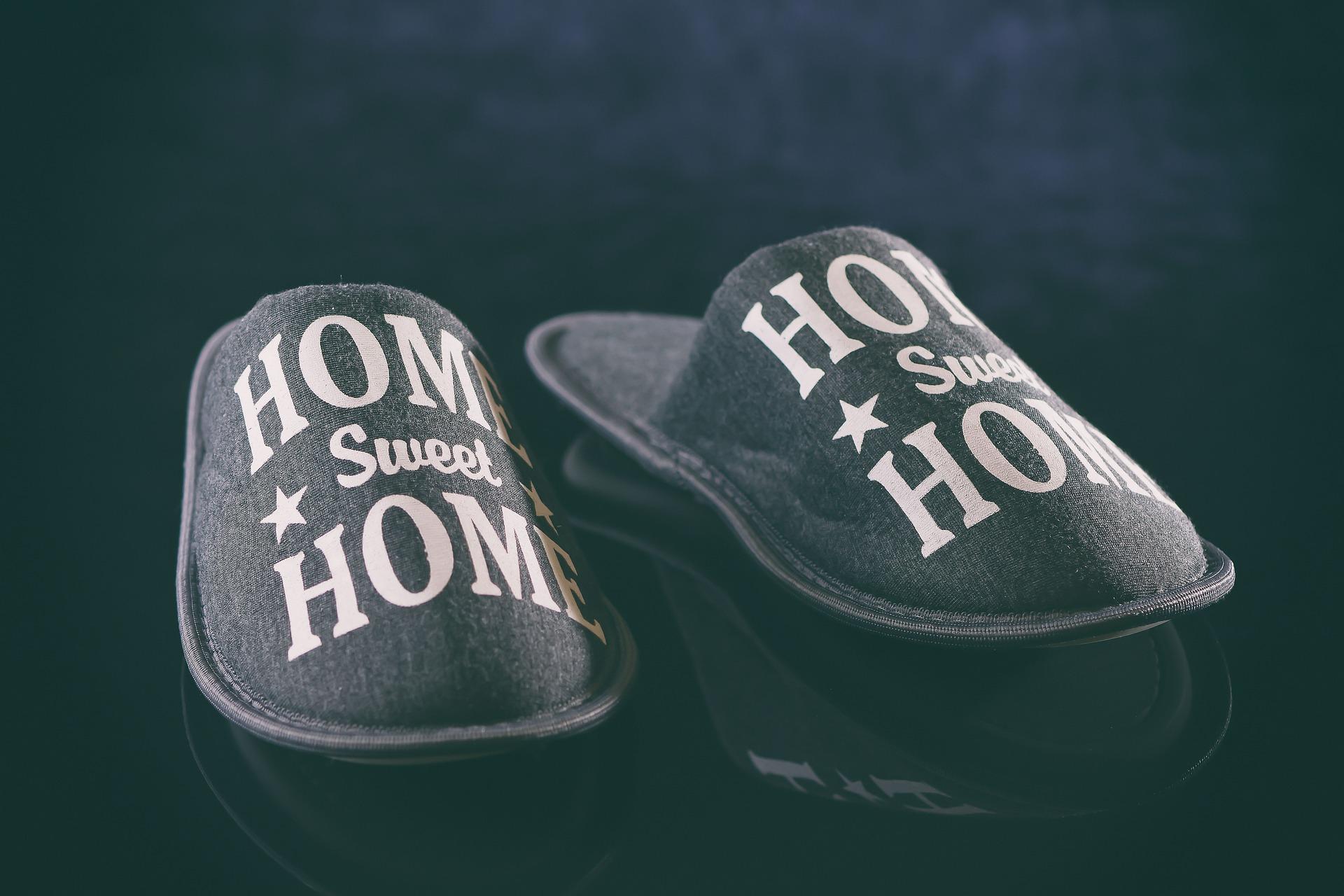 Pattine per la casa, indossarle è meno imbarazzante di quanto immagini