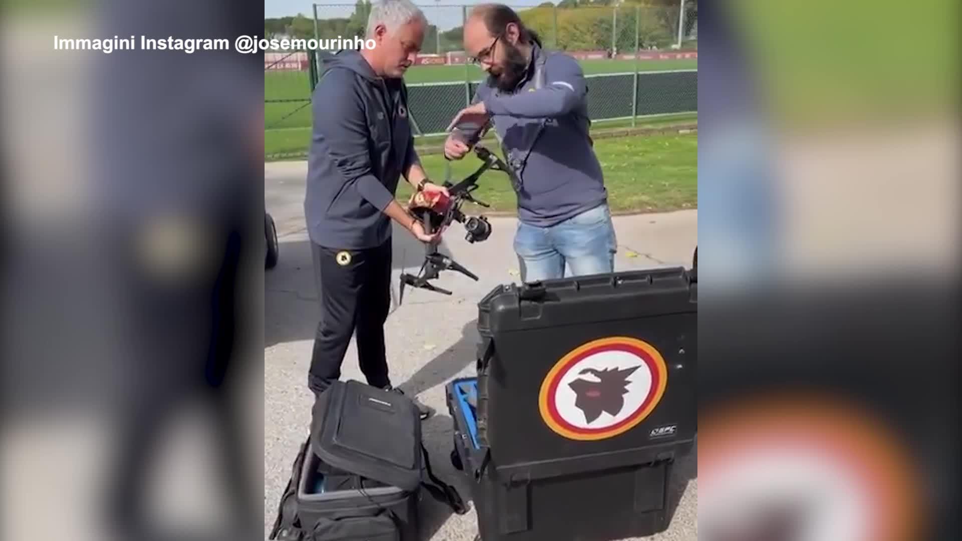 Roma, Mourinho prepara la sfida con la Juve con il drone - VIDEO