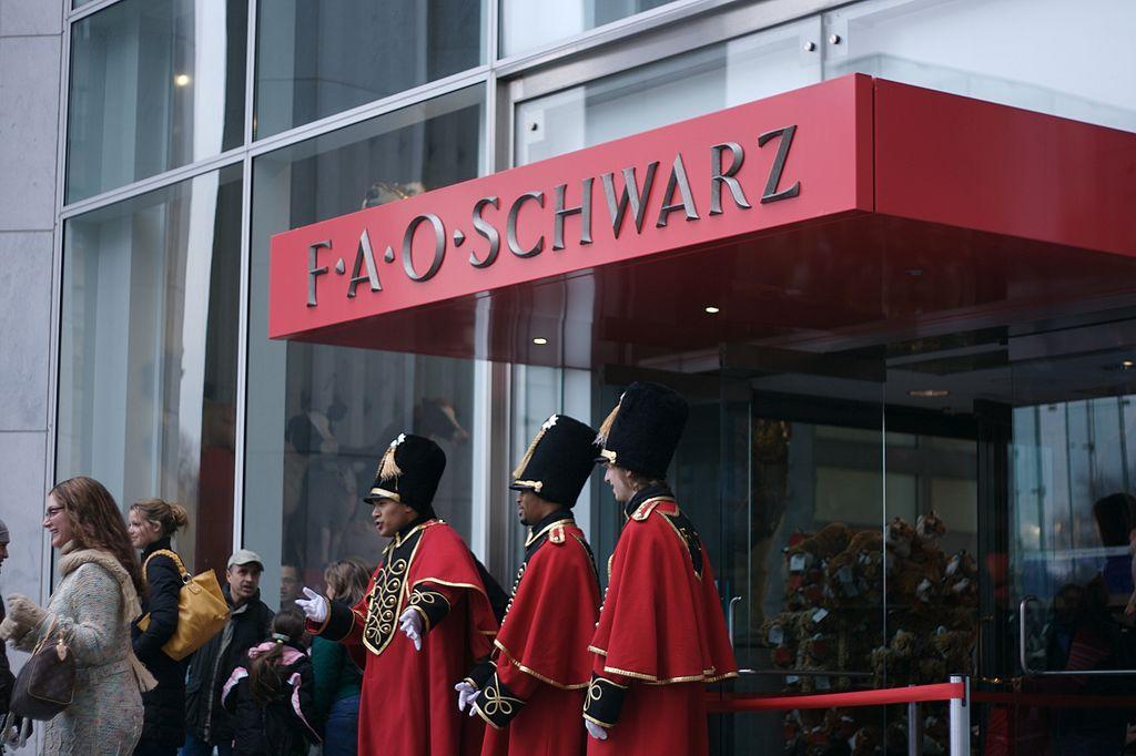 """Fao Schwarz, il negozio di """"Mamma ho perso l'aereo"""" apre a Milano"""